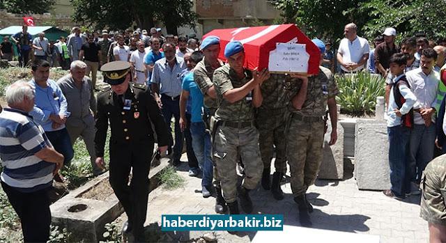DİYARBAKIR-Samsun'da askerleri taşıyan otobüsün devrilmesi sonucu meydana gelen trafik kazasında hayatını kaybeden asker, Diyarbakır'ın Silvan ilçesinde defnedildi.