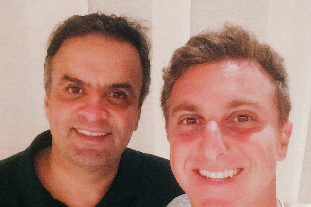 Vaiado por quase todo o Maracanãzinho, Luciano Huck culpa a crise - MichellHilton.com