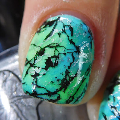 glow-in-the-dark-stone-marble-nail-art-macro-stamping