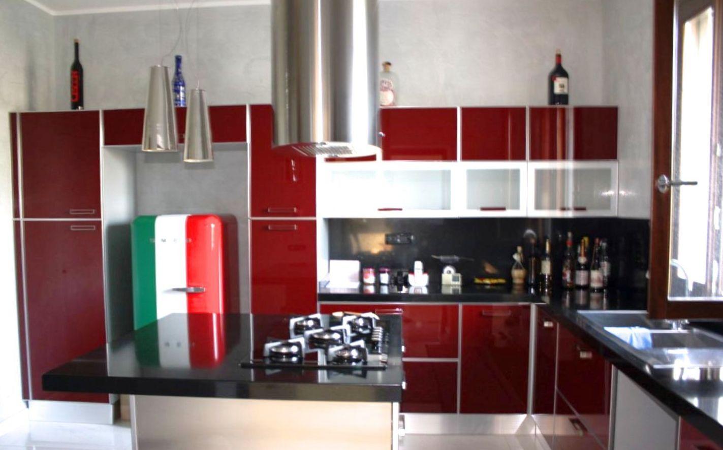 Angolo Lavanderia Cucina : Angolo lavanderia in bagno composto da ingresso su soggiorno con