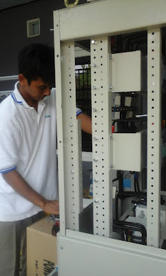 melayani pembustsn dan service panel listrik