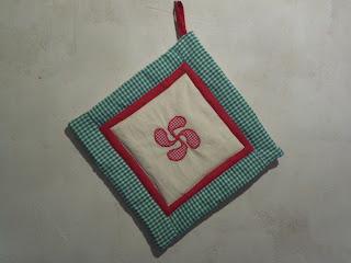 agarracazuelas-lauburu-patchwork
