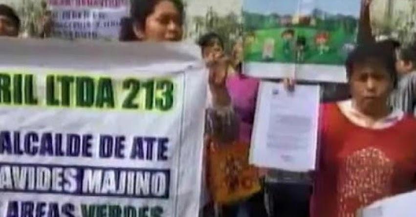 Vecinos de Ate protestan por construcción de colegio en un parque