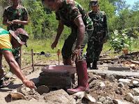 Prajurit Kostrad Budayakan Semangat Gotong Royong di Perbatasan