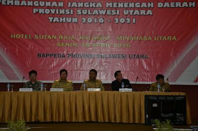 Gubernur Sulut, Olly Dondokambey, SE bersama Wagub, Drs Steven Kandouw, anggota IV BPKRI, staf Kementerian saat pelaksanaan Musrenbang