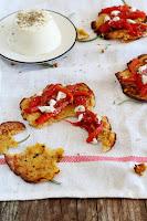 Masa de pizza de coliflor con pimientos y falso queso Pku