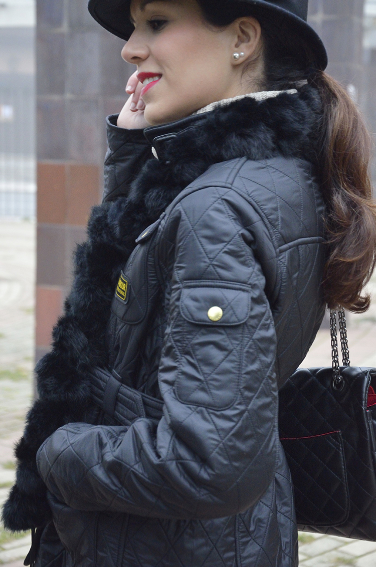 look-barbour-jacket-hat-purificacion-garcia-bolso-outfit