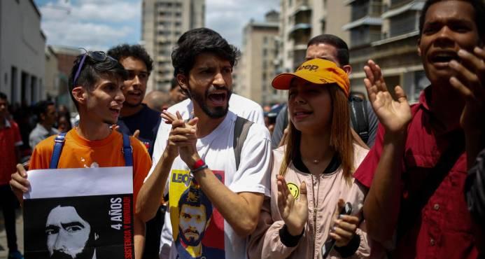 """""""Presos políticos"""" venezolanos cumplen dos días amotinados y sin respuesta"""