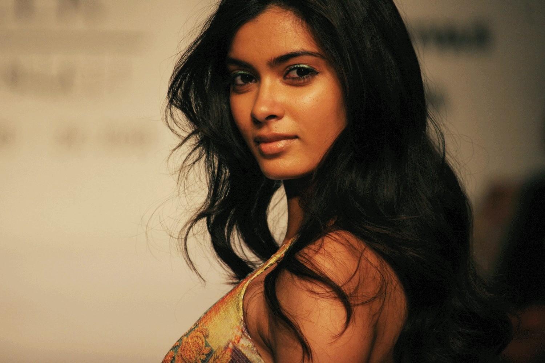 Cute Wallpapers With Quotes Hindi Daina Penty Bollywood Actress Hd Wallpapers Super Hd
