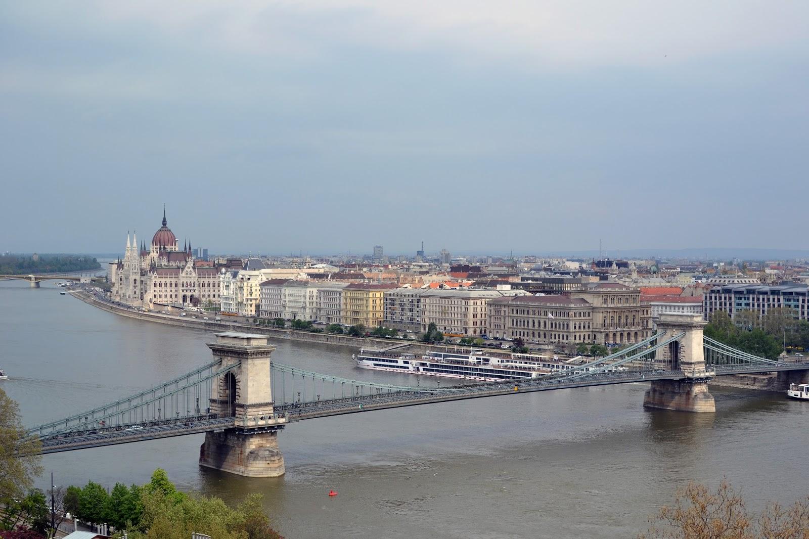 Budapest, photography, night time, architecture, travel, blog, adventure, exploration, chain bridge, danube