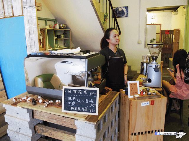 IMG 7075 - 【台中咖啡】台中老屋咖啡新力軍『復興咖啡』,不僅僅有濃濃的文青風,還有正妹老闆娘沖咖啡給你喝~