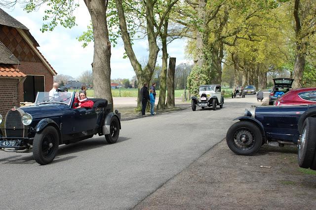 http://janwib.blogspot.com/2012/03/britsh-cars-en-lifestyle-2012.html: janwib.blogspot.com/2012/04/bugattis-bij-de-pot-in-markelo.html