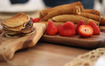 Wallpaper: Delicious Dessert. Strawberries. Sweet Waffle