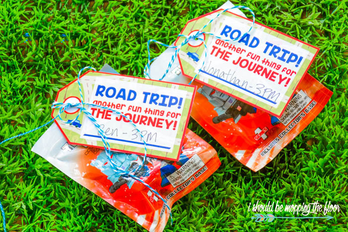 Budget-Friendly Road Trip Survival Kit | Free printables and activity ideas to make a long trip a LOAD of fun! Also great to keep kiddos off of devices.