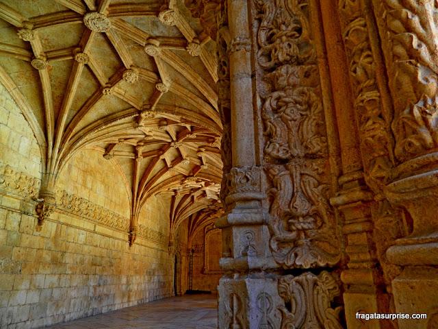 Entalhes decorativos do claustro principal do Mosteiro dos Jerónimos, Lisboa