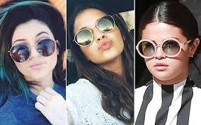 Os óculos de sol não devem ser usados apenas no verão, pois ainda que o sol  no inverno não seja tão forte ele prejudica igualmente os nossos olhos. 6911124575