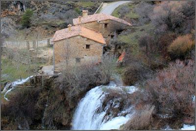 El Molino De La Chorrera y su cascada sobre el Río Júcar