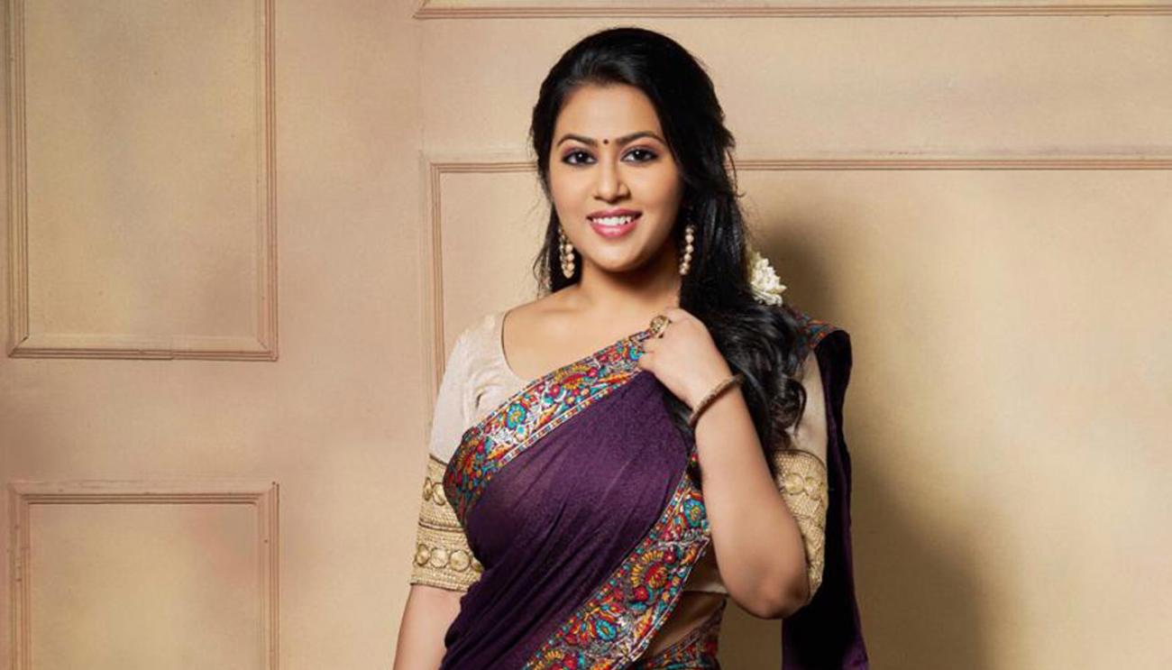 Glamorous Indian Girl Diana Champika In Violet Lehenga Choli