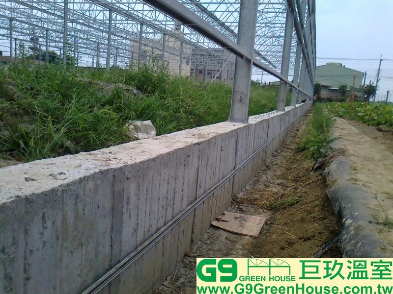 12.圓鋸鋼骨加強型溫室結構,擋土牆固定防蟲網白鐵壓條完成外觀