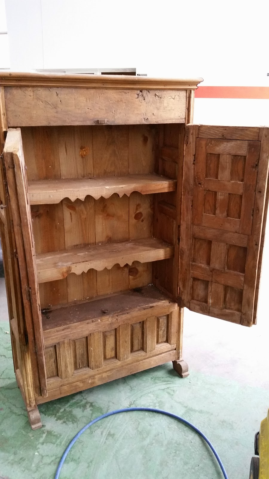 El garaje de quique restaurar mueble de pino castellano - Muebles para garaje ...