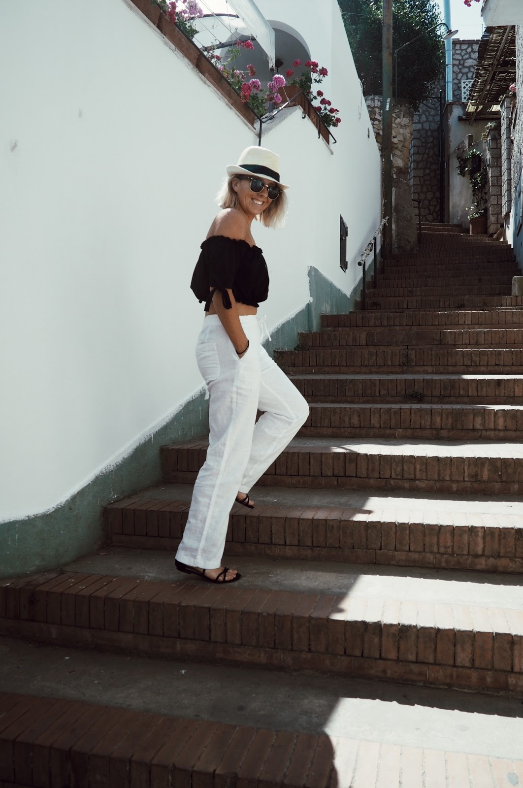 THE COME BACK OF LINEN TROUSERS