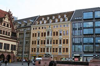 das Leipziger Königshaus - links daneben das Rathaus