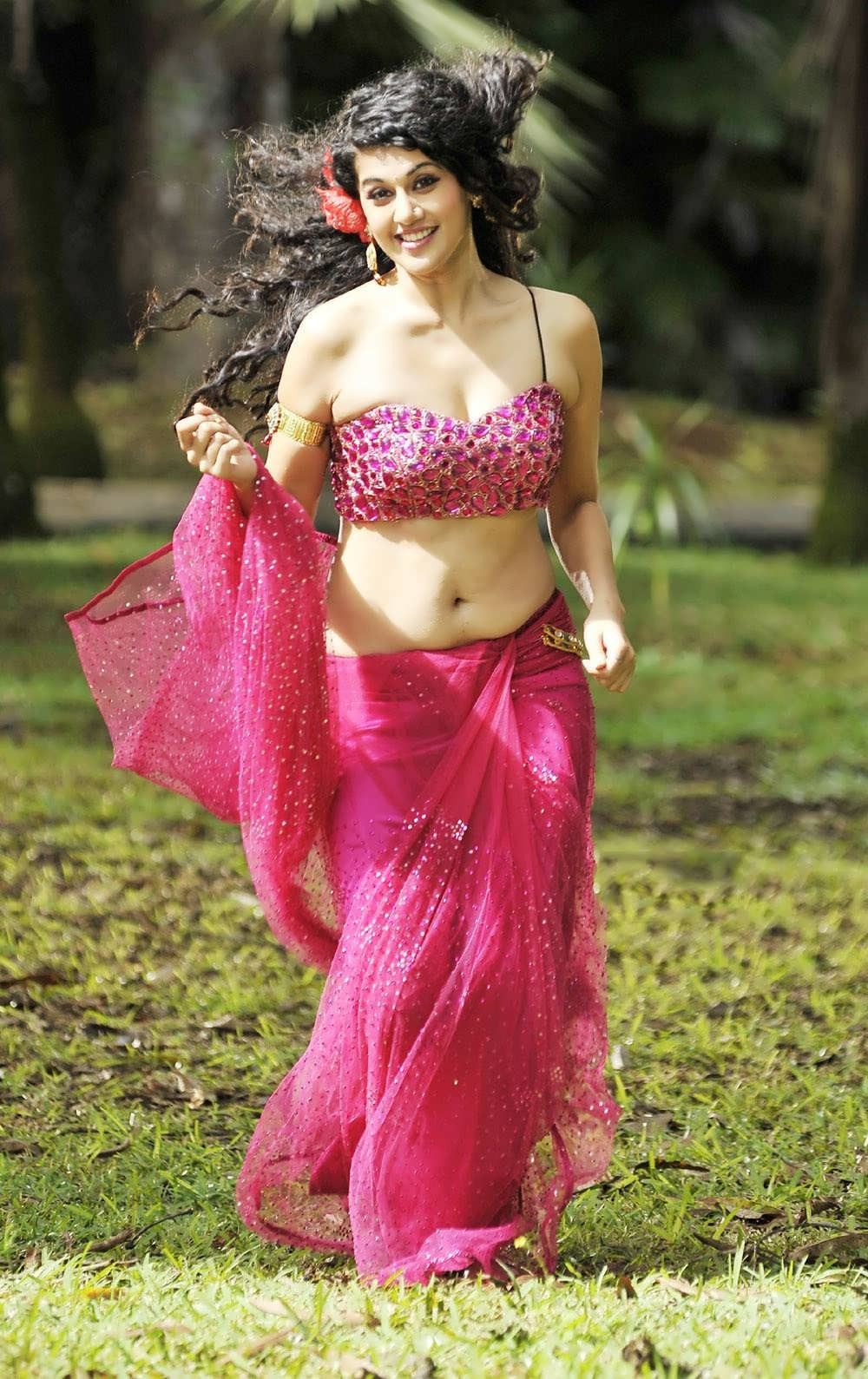 tapsee pannu hot images