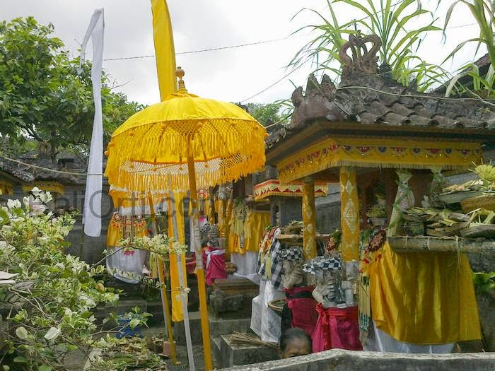 Decorating the temple when the implementation of the ceremony