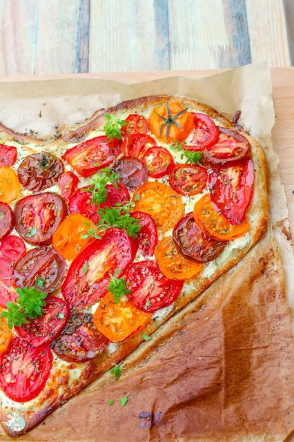 bunte Sommertomaten Pizza