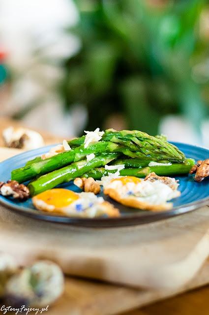 Szparagi z orzechami włoskimi i parmezanem