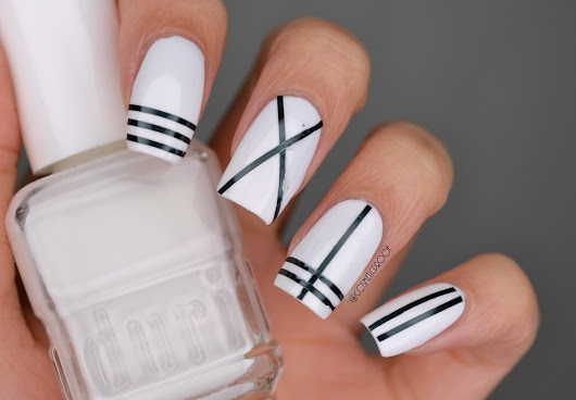 NAILS | Black and White
