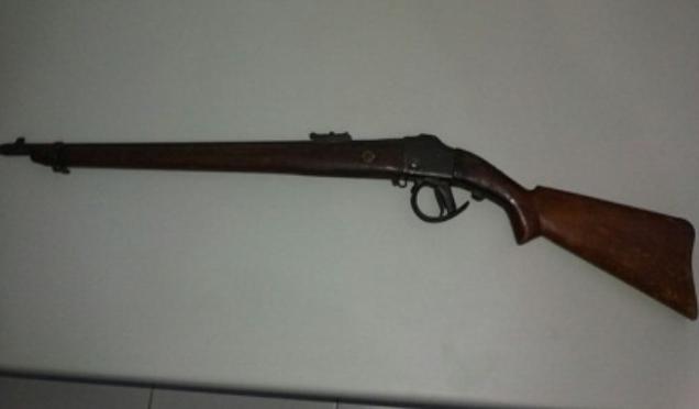 Em Inhapi, militares do 9º BPM prendem indivíduo com rifle no município