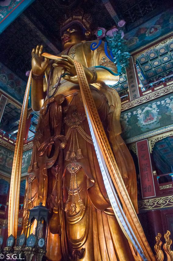 Estatua de Maitreya en templo Lamas. Record Guinnes