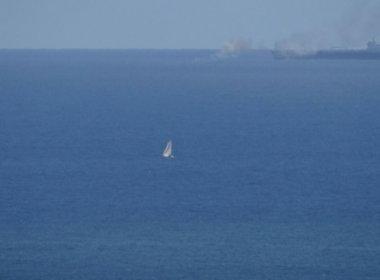Embarcação pega fogo no mar do bairro do Rio Vermelho
