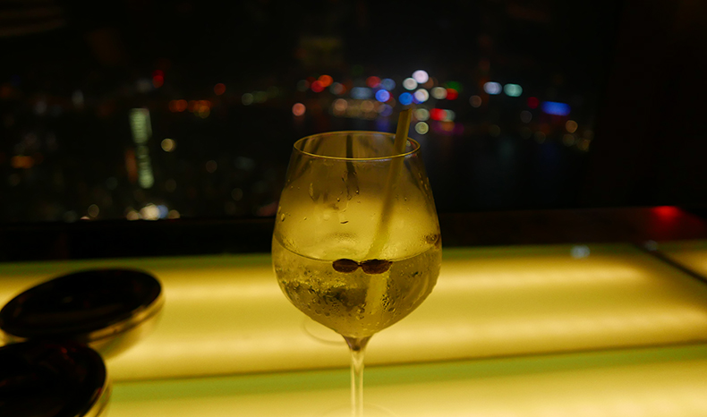 Euriental | fashion & luxury travel | Ritz Carlton, Hong Kong, Ozone Bar