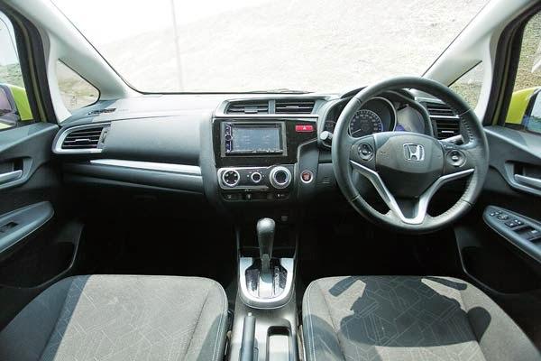Toyota Yaris Trd Vs Honda Jazz Rs Grand New Veloz 1.3 Komparasi All Sportivo Interior Terbaru Lebih Memiliki Banyak Gimmick Dibandingkan Dengan Duduk Di Bangku Kemudi Kita Akan Disuguhi
