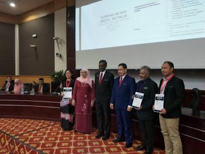 Anugerah disampaikan oleh Timbalan Menteri Pendidikan I, Dato' P Kamalanathan