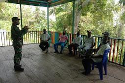 Babinsa Lakukan Komsos Kepada Tokoh Masyarakat di Desa Rahareng Atas