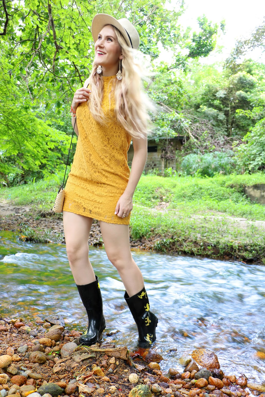 Cute outfit using rain boots