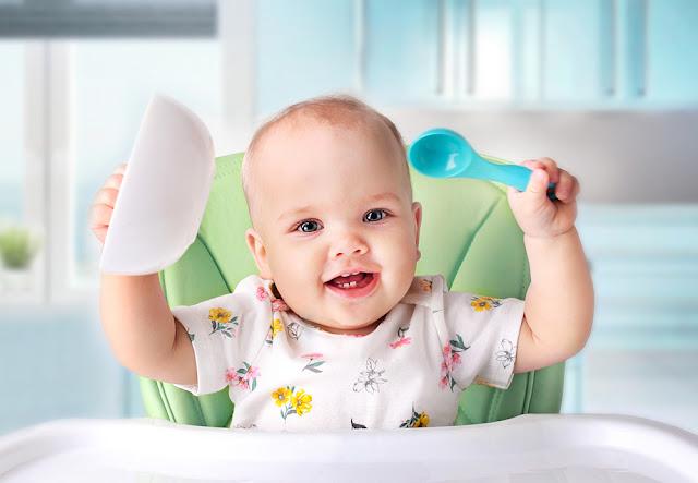 Diversificarea alimentatiei bebelusului in timpul verii: trucuri pentru o misiune indeplinita!