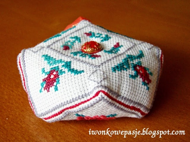 http://iwonkowepasje.blogspot.com/2014/06/biscornu.html