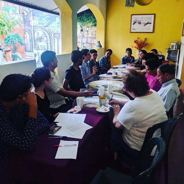 Jurado calificador del Certamen de Literatura realiza reunión técnica con experto en Letras Mario Zetino