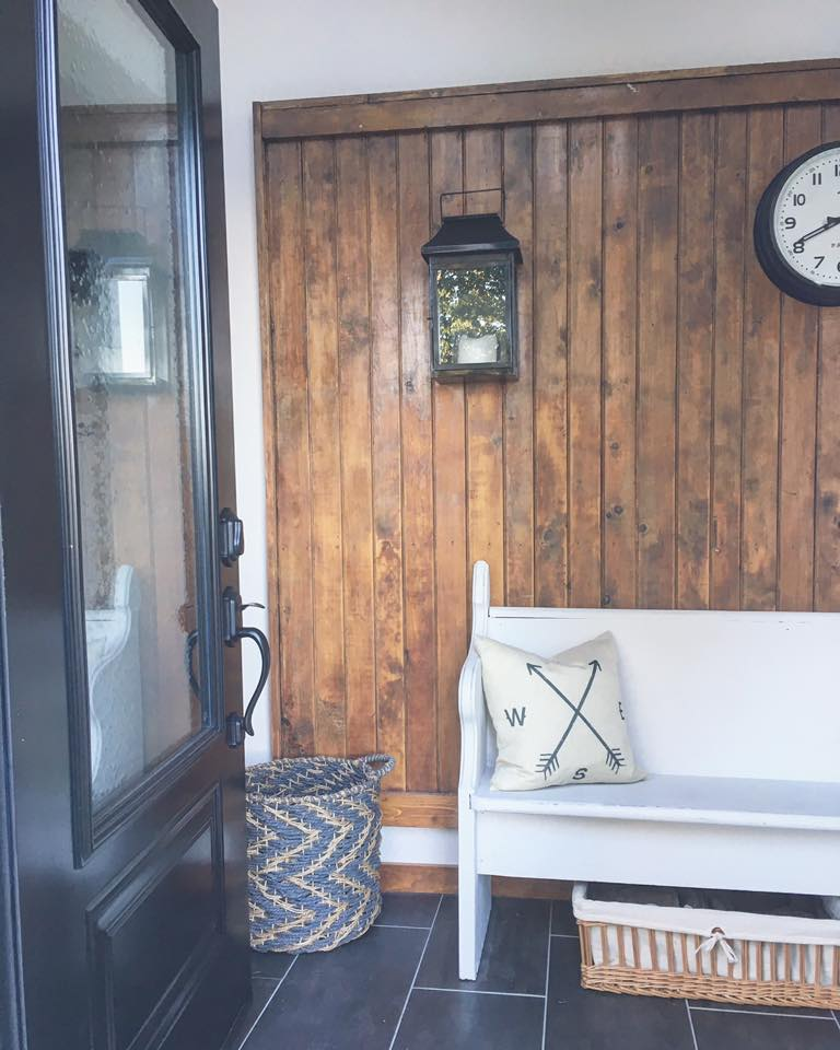 Farmhouse Foyer Zara : White wood farmhouse mudroom foyer makeover