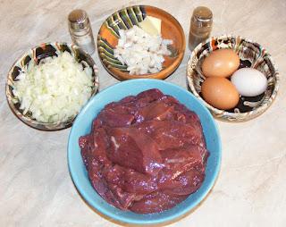 ficat de porc, ceapa, oua, sunculita, sare si piper, unt, ulei, retete culinare, retete cu,