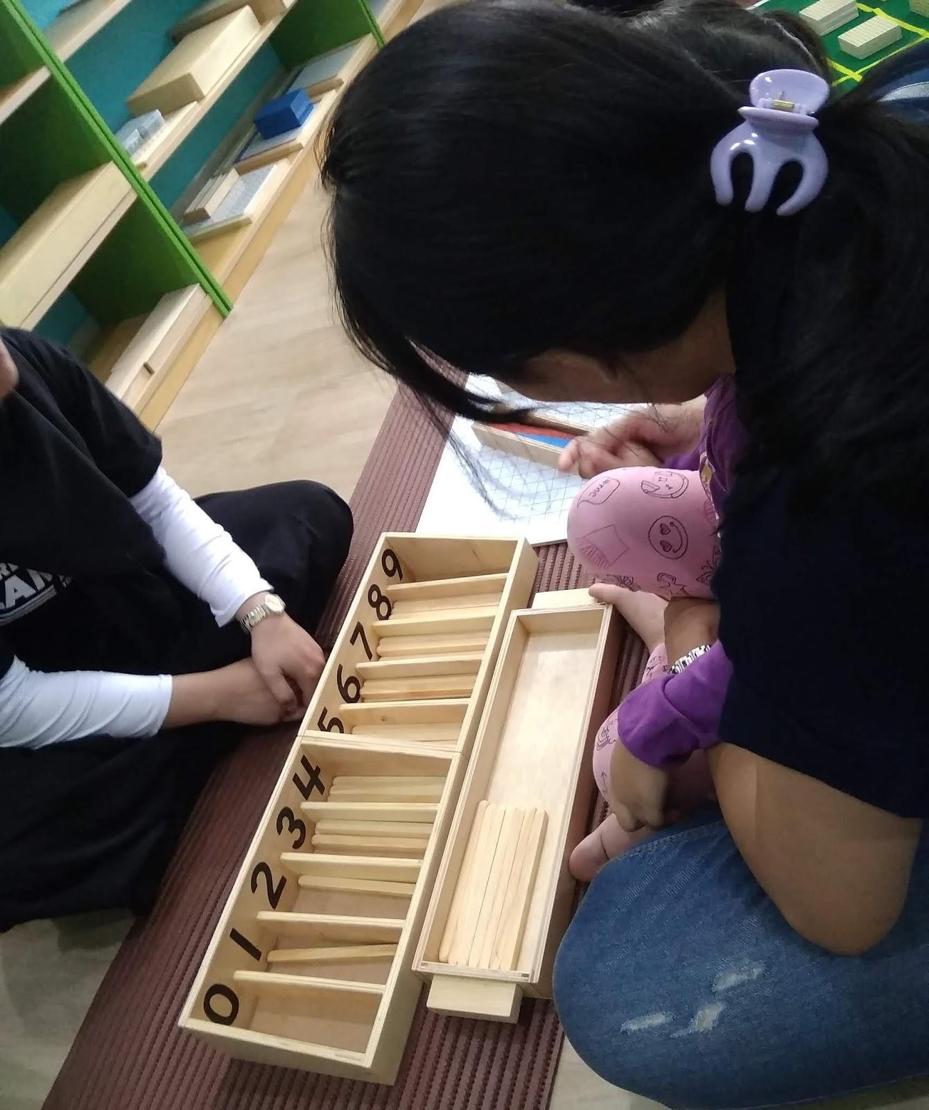 Para guru di Kids Republic paham betul kalau anak akan lebih semangat bermain serta belajar dengan alat yang memang mereka inginkan tersebut