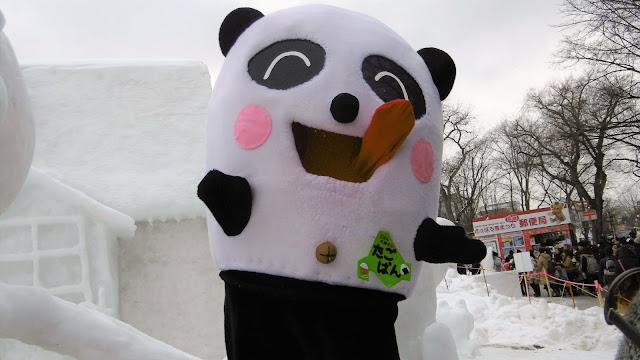北海道、さっぽろ雪まつりの会場で見たゆるキャラ、たごぱん