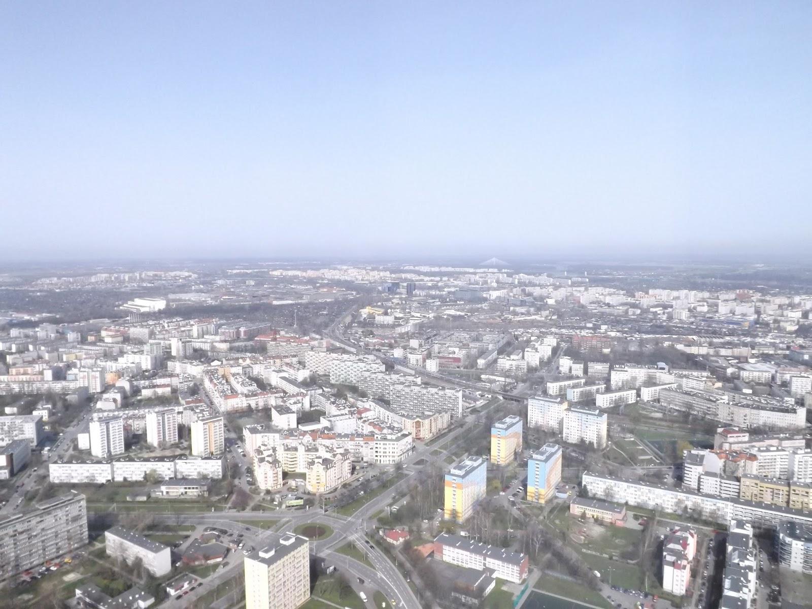 widok na Wrocław  z wieży widokowej Sky Tower