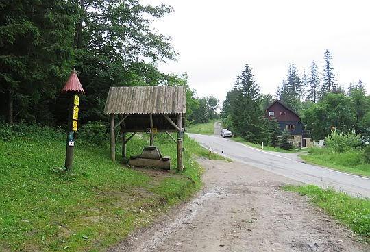 Wyżnia Huciańska Przełęcz (słow. Vyšne Hutianske sedlo; 950 m n.p.m.)
