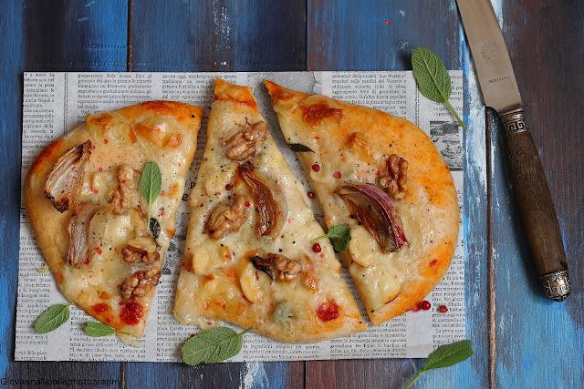 pizza bianca con gorgonzola