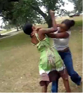 mother daughter fighting asaba delta